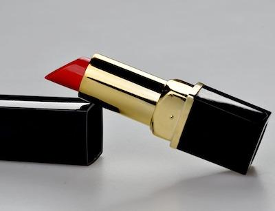 Lippenstiftflecken mit Haarspray entfernen