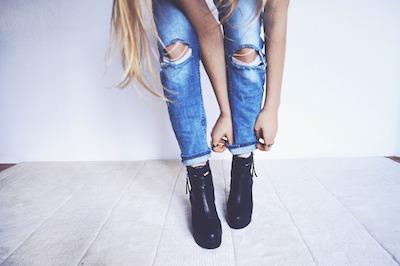 Haarspray ist ein Schutzfilm für deine Schuhe